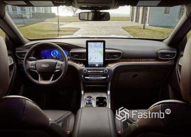 Передняя панель нового Ford Explorer 2020