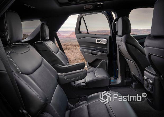 Второй ряд сидений Ford Explorer 2020