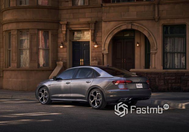 Задние стопы и спойлер нового VW Passat 2020