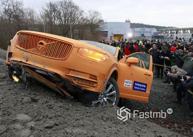 Тестирование системы при съезде на автомобиле Volvo