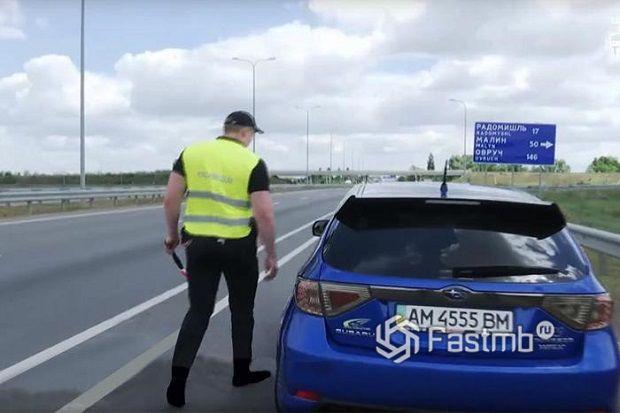 Нужно ли выходить из машины при общении с полицейским в Украине