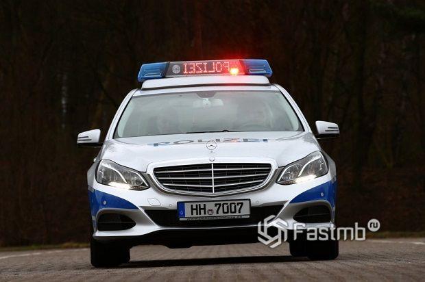 световое табло патрульной машины «командует» водителю остановиться