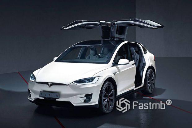 Семыместная Tesla Model X