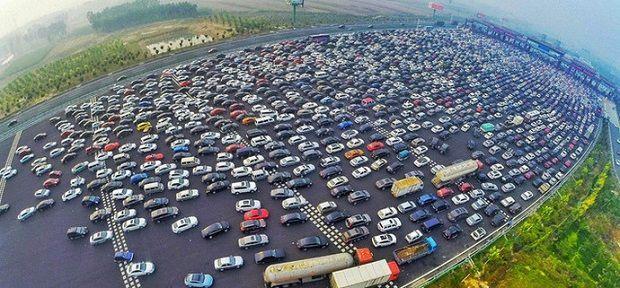 пробка на пропускном пункте Пекин-Гонконг-Макао