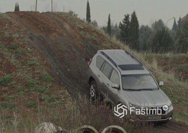 Спуск внедорожника Toyota Land Cruiser Prado по склону