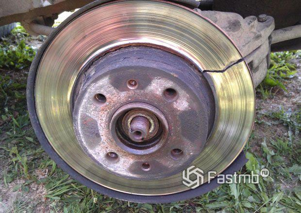 Треснутый тормозной диск