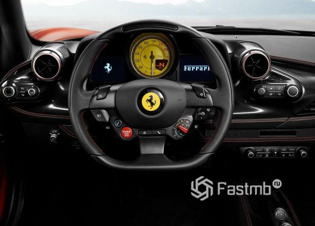 Водительское место Ferrari F8 Tributo 2020