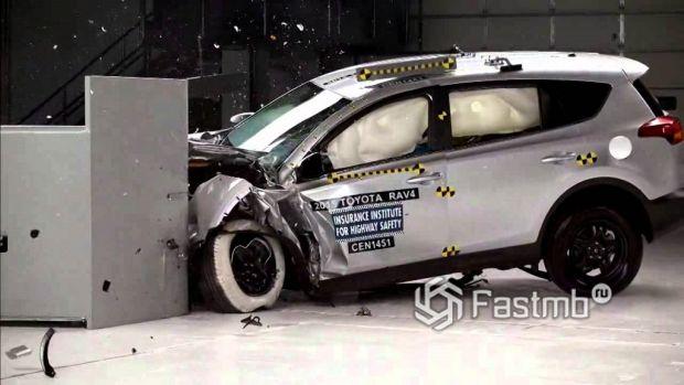 краш-тест Toyota RAV4