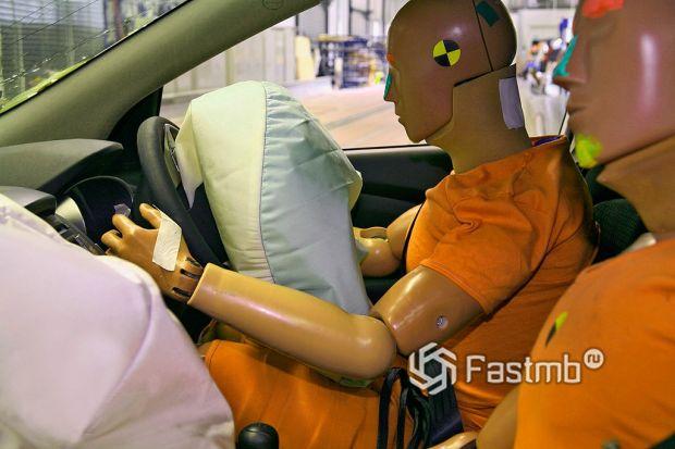 Безопасность Toyota Corolla и Volkswagen Jetta