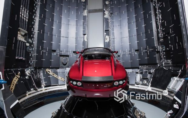 Тесла, ожидающая полет в космос