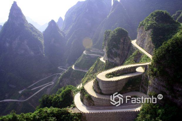Дорога в Тьяйнменском национальном парке