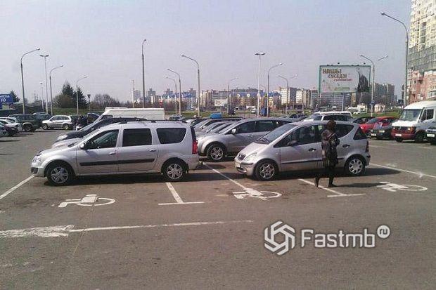 Парковки для инвалидов и дорожки для велосипедистов в Беларуси