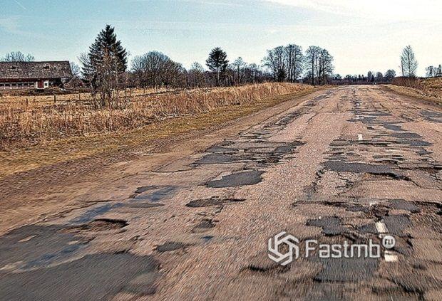 Латвия: плохие дороги