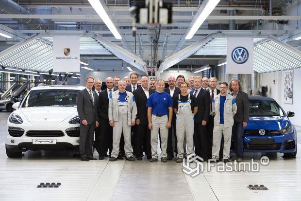 сотрудники завода Фольксваген в Германии