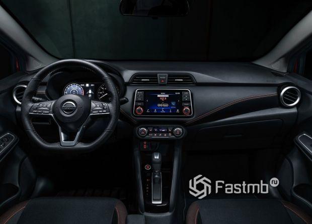 Передняя панель седана Nissan Versa 2020