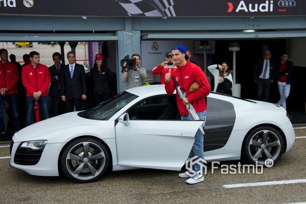 Автомобили Криштиану Роналду: Audi R8 5.2 FSI Quattro