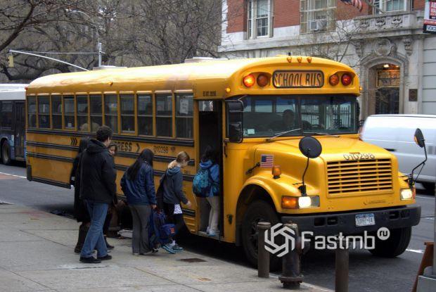Школьные автобусы, машины с сиренами и специальными сигналами в США