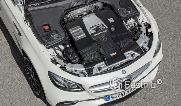 Технические характеристики Jaguar XF vs Mercedes Benz E-Class