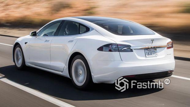 Задняя часть обновленной Tesla Model S 2019
