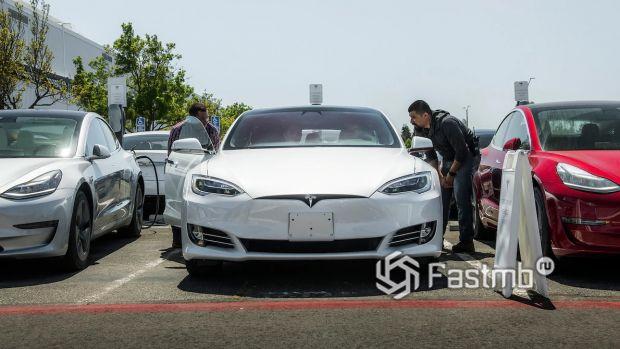 Передняя часть Tesla Model S 2019