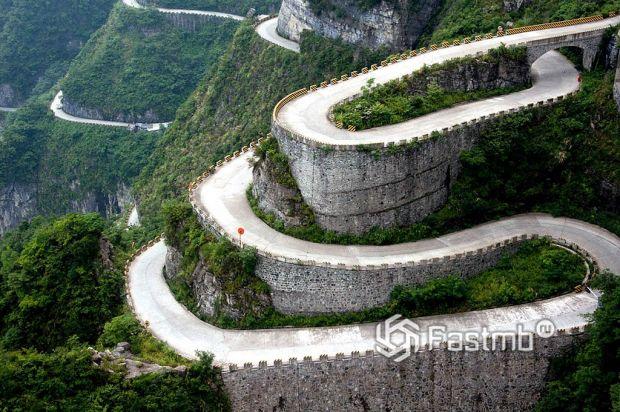 дорога в горах Тяньмэнь, Китай
