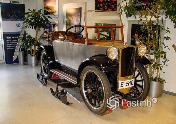 музейные экспонат автомобиля Bjering