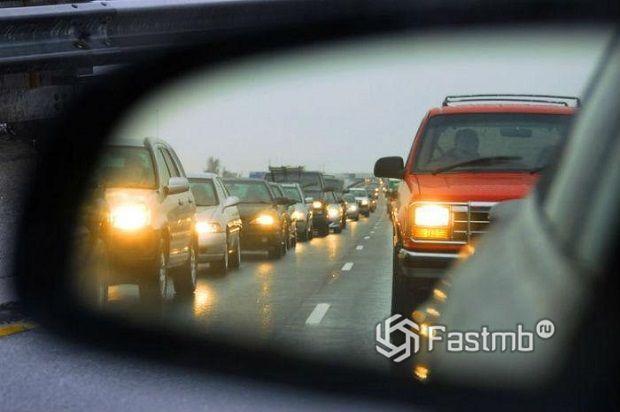 Движение с включенными фарами на дорогах Украины