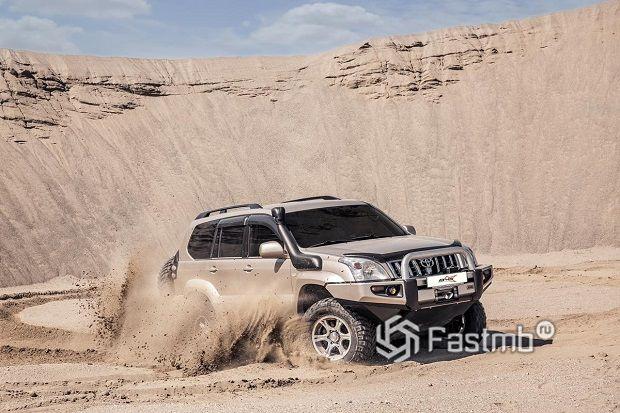 ТОП-7 автомобилей для езды по пустыне