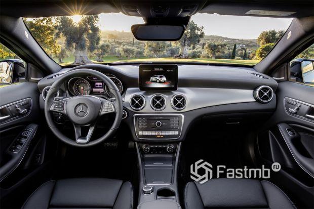 салон Mercedes-Benz GLA-Class