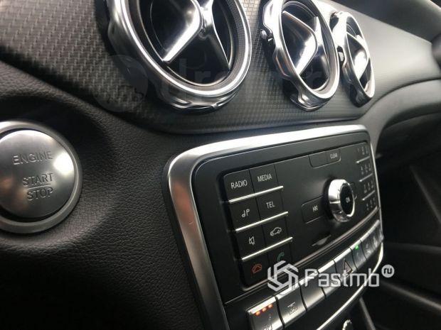 Стоимость и уровень оснащения BMW X1 и Mercedes-Benz GLA-Class