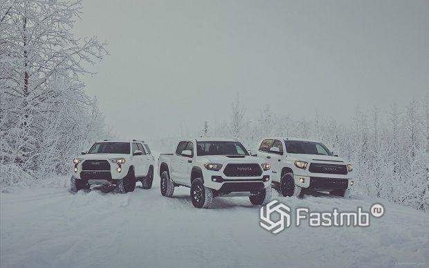 автомобили на дороге в Якутии