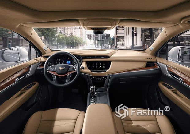 Интерьер кроссовера Cadillac XT5