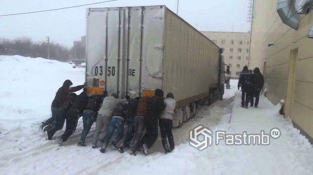 помощь в дороге у дальнобойщиков