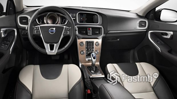 Интерьер Volvo V40 Cross Country