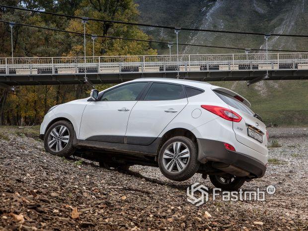 Ездовые качества Hyundai IX35 и Volvo V40 Cross Country