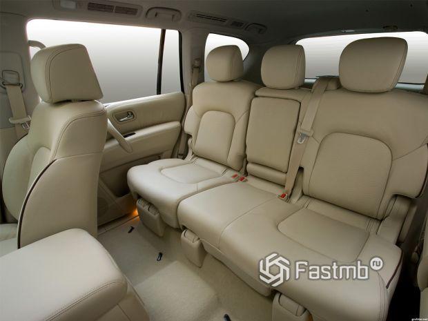 интерьер Nissan Patrol 2014