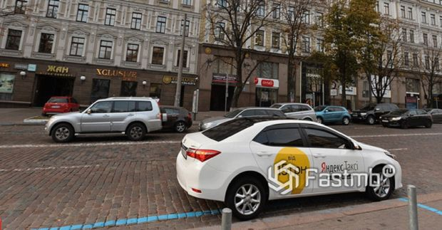 Таксист в компании в Украине