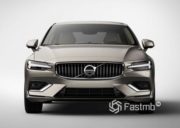 Передняя часть Volvo S60 2019