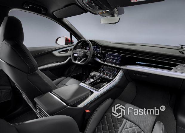Интерьер кроссовера Audi Q7 2020