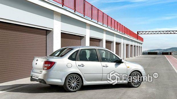 ТОП-10 самых любимых российских машин