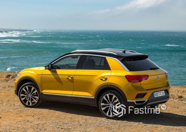 Volkswagen T-Roc 2019, вид сбоку