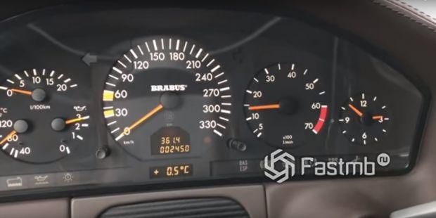 Спидометр седана Mercede-Benz S-Class Brabus