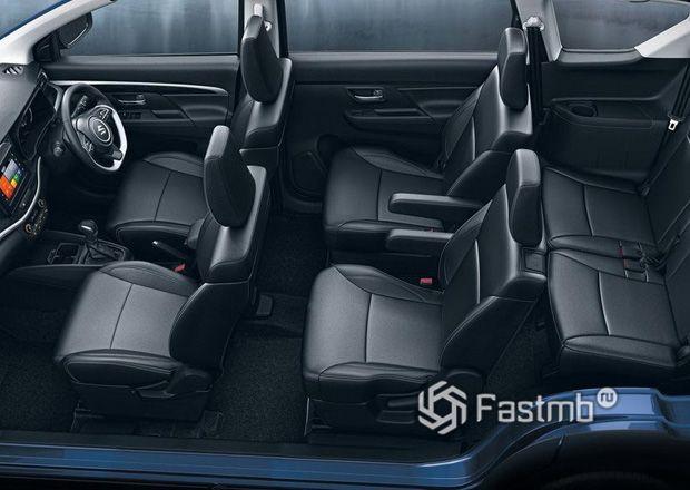 Интерьер кроссовера Suzuki XL6