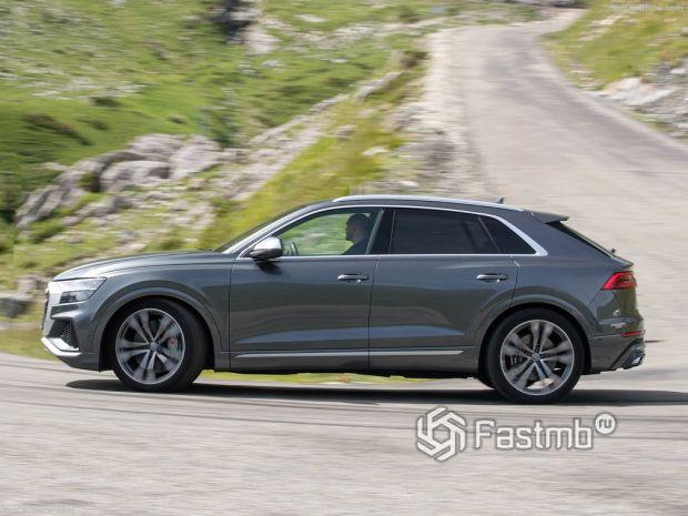 Audi SQ8 2020, вид сбоку слева