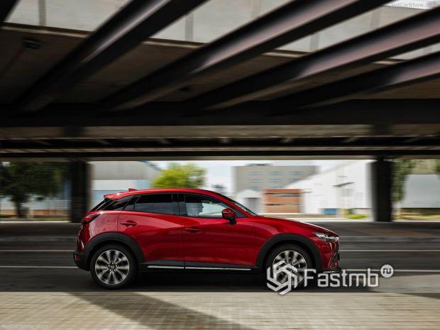 Mazda CX-3 2019, вид сбоку справа