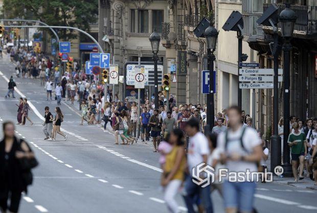 пешеходы Барселоны