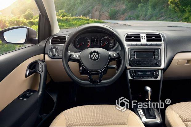 интерьер VW Polo Sedan