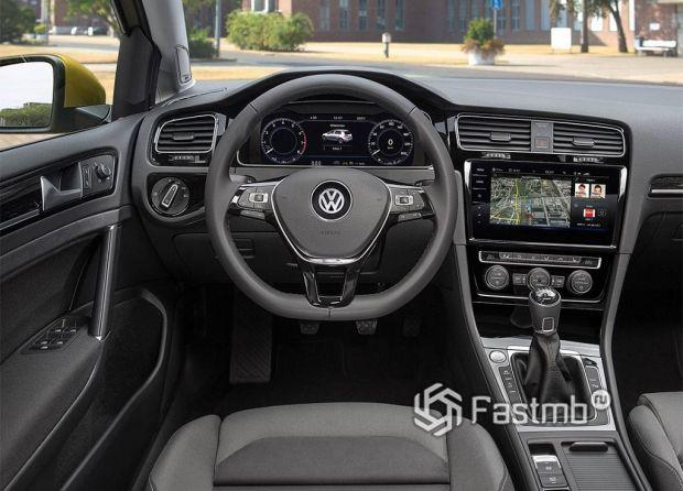 Volkswagen Golf, руль и панель управления
