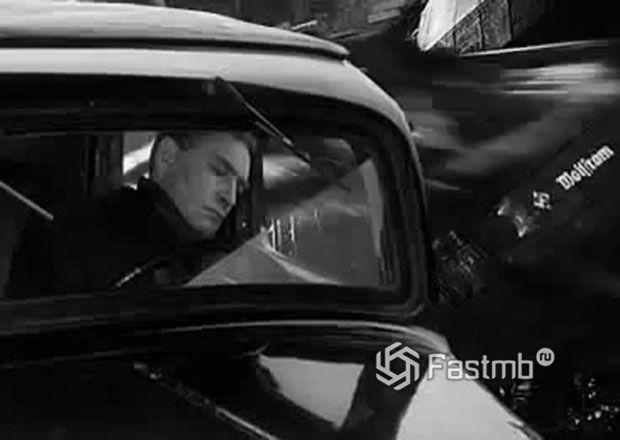 Штирлиц спит в машине