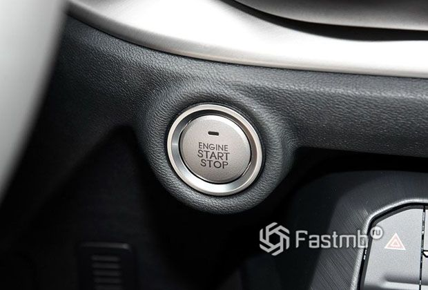 Кнопка старт-стоп двигателя